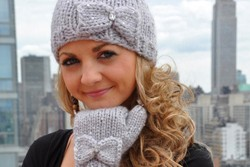 """Snow Princess"" Sequin Hat and Mitten Set with Bow Detail and iPhone Compatibility Knitting Pattern"
