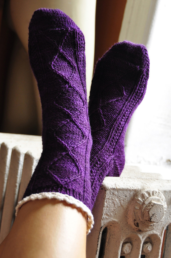 diamond in the ruffle cable ankle socks knitting pattern 1