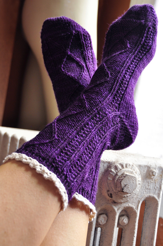 diamond in the ruffle cable ankle socks knitting pattern 2
